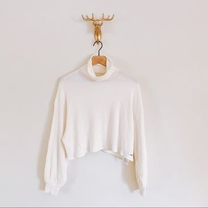 Hollister Cropped Turtleneck Sweater Size Small